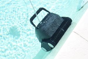 quel robot pour nettoyer ma piscine. Black Bedroom Furniture Sets. Home Design Ideas